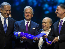 Michael Douglas salutes son, famous dad in accepting Genesis Prize for Jewish commitment