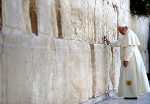 What pope's synagogue visit says about Catholic-Jewish relations