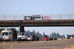 Oregon eclipse tourists greeted by anti-Semitic banners on overpass