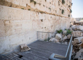 Is the kotel a safe place to pray?